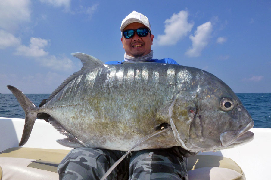giant-trevally_popping_andaman_carpenter-710h-rod_shimano-14000-reel_hammerhead-g-cup-lure_jonathan