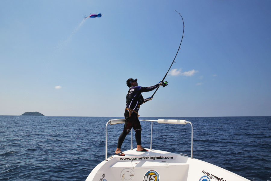 giant-trevally_popping_andaman_jinil-2